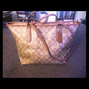 Coach purse- like new!